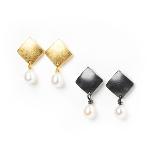 Boucles d'oreilles en argent noirci ou plaqué or 24 ct, avec perle de culture
