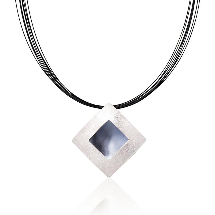 Collier avec pendentif en argent, mat et noirci (3,4 x 3x4cm), collier acier noir