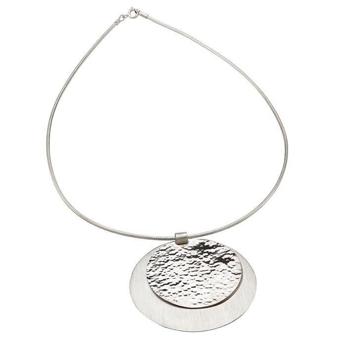 Collier en argent, mat et martelé, pendentif ø 3,5 cm