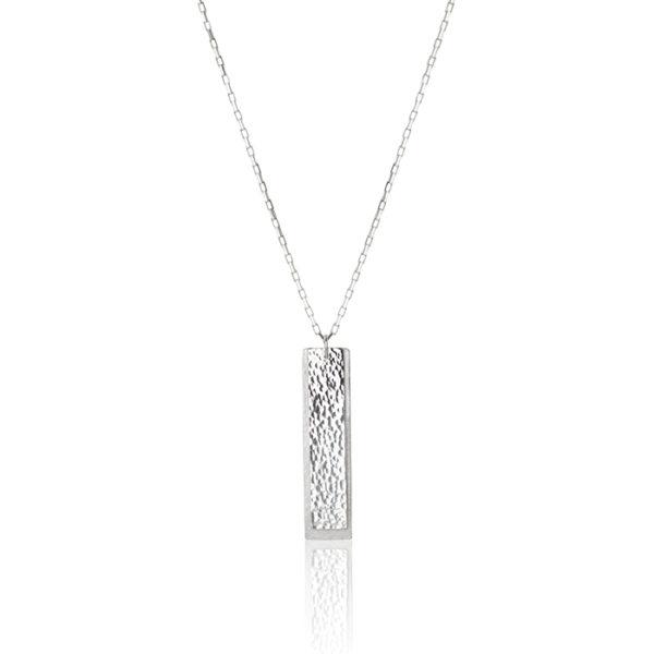 Collier en argent, mat et martelé, pendentif 6 x 1,5 cm