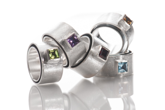 Rings in sterling silver and fine stones (6 x 6 mm ; peridot, amethyst, rodolith, citrin, topas)