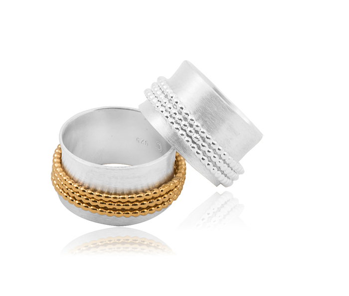 Rings in sterling silver and gold-plated, the three central rings are mobile and free to slide, width 1,2 cm