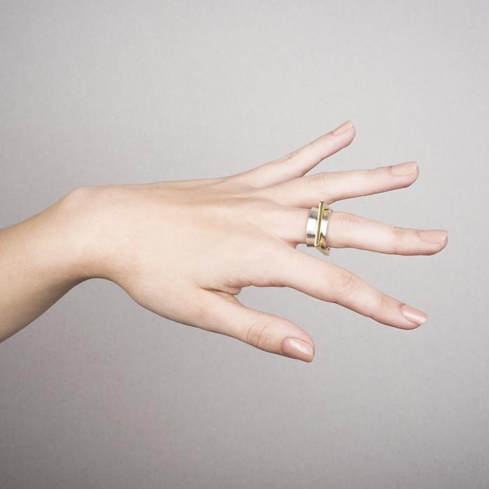 Ring CARRE aus Silber RJC und teilweise vergoldet. Der mittlere quadratische Ring ist frei beweglich