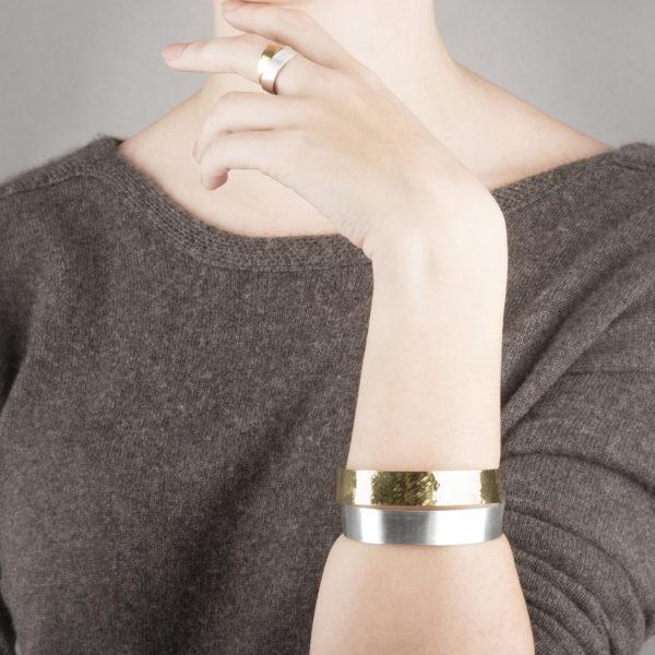 Bracelet et bague DOTS-Infini, dans sa version argent et or 22 ct équitable