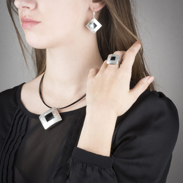 Necklace, earrings and ring in ethical sterling silver RJC © Y. Yahya & M. Le Glouet