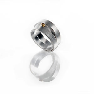 Bague de la collection RING GARDEN en argent RJC, mat, et or 18 ct avec un diamant