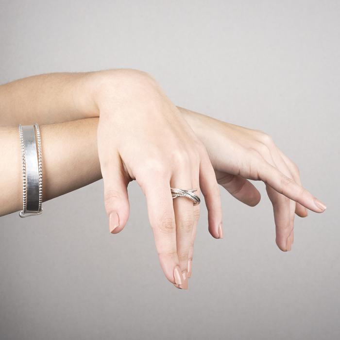 Armreif und Ring aus ethischem Silber RJC © Y. Yahya & M. Le Glouet