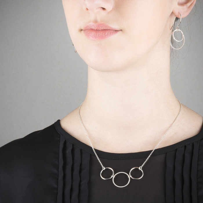 Delicate necklace with earrings in ethical sterling silver RJC © Y. Yahya & M. Le Glouet