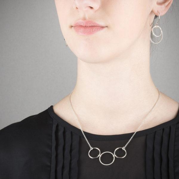 Collier et boucles d'oreilles en argent éthique RJC © Y. Yahya & M. Le Glouet