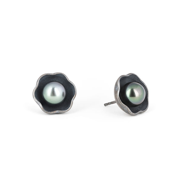 Earrings in sterling silver RJC, oxidized, with a Tahitian pearl