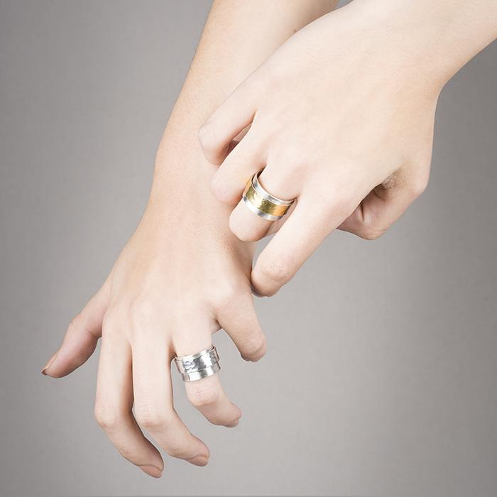 ANTISTRESS-Ringe, in Silber oder in 22 Kt Gold. Der zentrale Ring ist frei beweglich