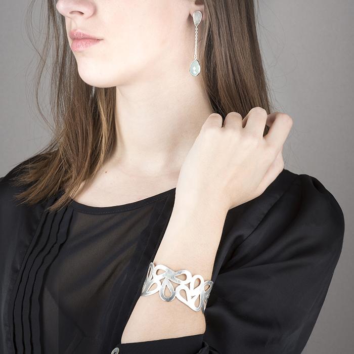 Boucles d'oreilles et bracelet en argent RJC. Mat, avec calcédoine