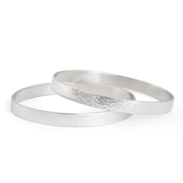Bracelet, oval form in sterling silver RJC, mat or hammered/polished