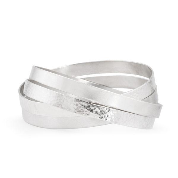 Bracelet avec quatre anneaux en argent RJC, mat et poli/martelé