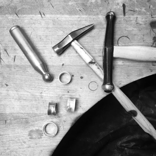 Tools for the hammering technique