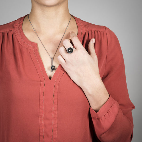 Ring and necklace of the BLACK BLOSSOM collection in sterling silver oxidized with elegant Tahiti pearls