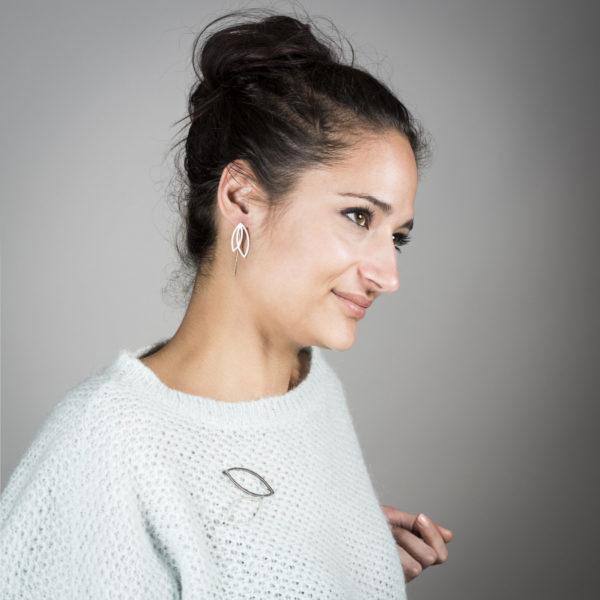 Boucles d'oreilles FOREST en argent mat, porté
