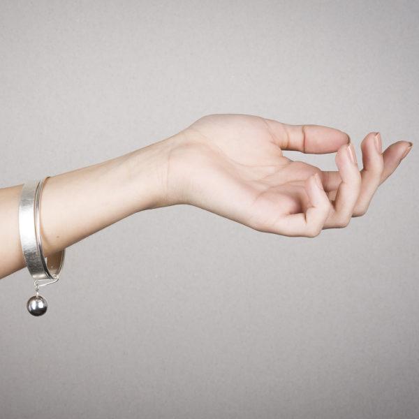 Bracelet DELHI Round and Round en argent RJC, porté