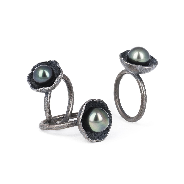 Bagues BLACK BLOSSOM en argent RJC, gris patiné, avec perles de Tahiti. 3 tailles disponibles