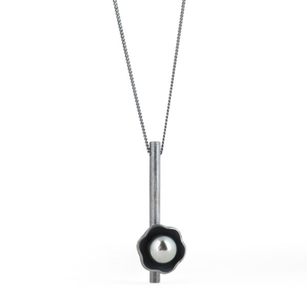 Collier Black Blossom en argent patiné gris, avec perle de Tahiti (ø 9/10 mm)