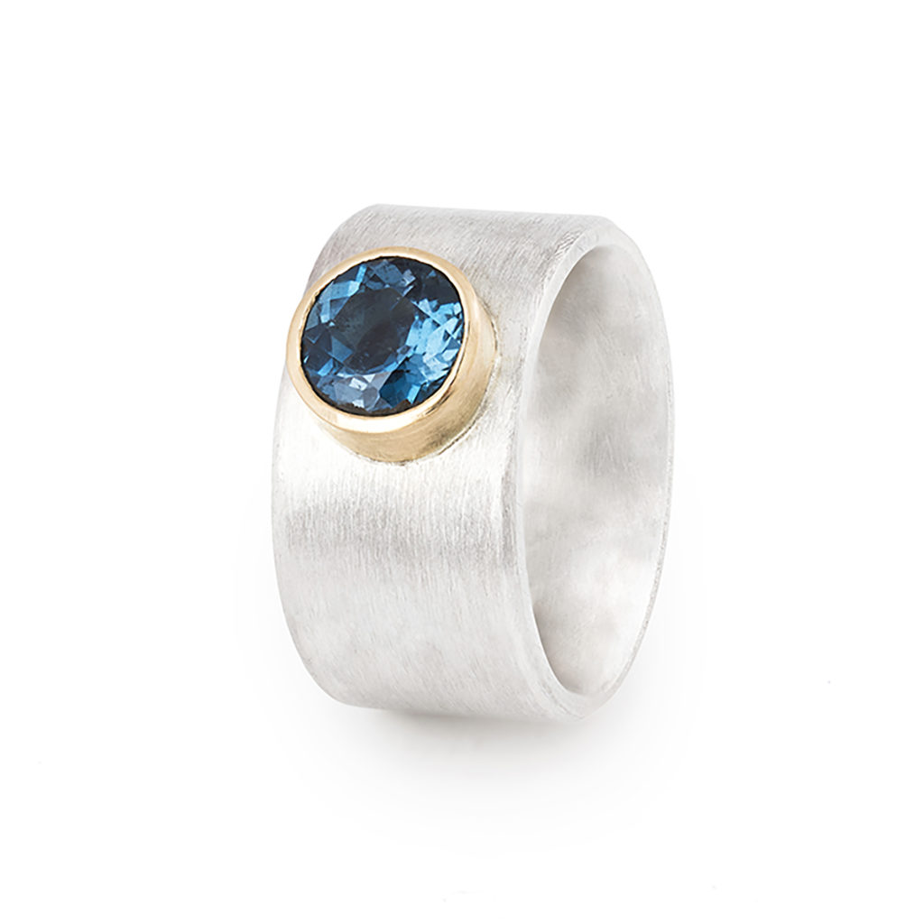 Ring in ethical sterling silver and gold 18 cts, with a topas blue London ø 8 mm