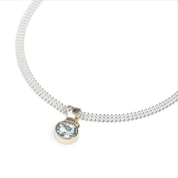 Collier DELHI en argent et or 18 cts éthique, avec un pendentif garni d'une aigue marine, un saphire rose et un péridot