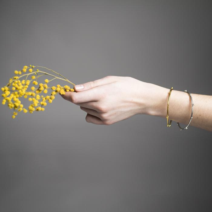 Delikate Armreifen aus rezykliertem Silber oder Silber vergoldet, aus der Kollektion DELHI