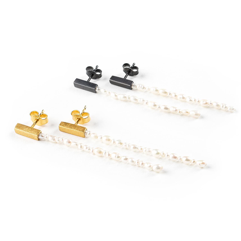 Boucles d'oreilles longues, en deux versions, avec des perles de culture (eau douce)