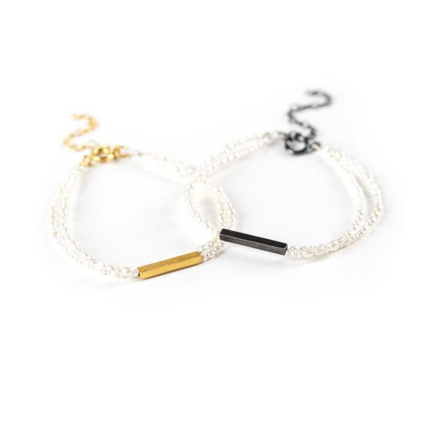 Bracelets, en argent équitable noirci ou plaqué or, avec des perles de culture (eau douce)