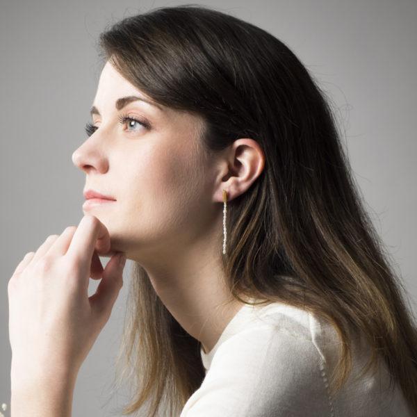 Boucles d'oreilles longues, en argent équitable plaqué or 24 cts, avec des perles de culture (eau douce)