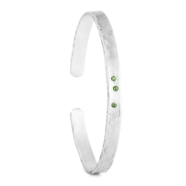Bracelet/jonc pour homme en argent équitable, mat et oxydé, avec des tsavorites verts