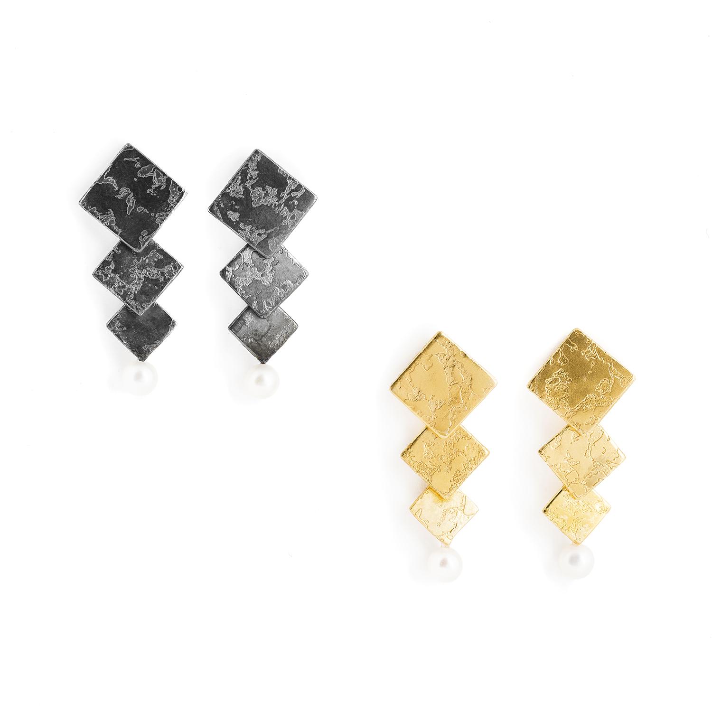 Boucles d'oreilles an argent noirci ou plaqué or, avec des carrés et une perle d'eau douce