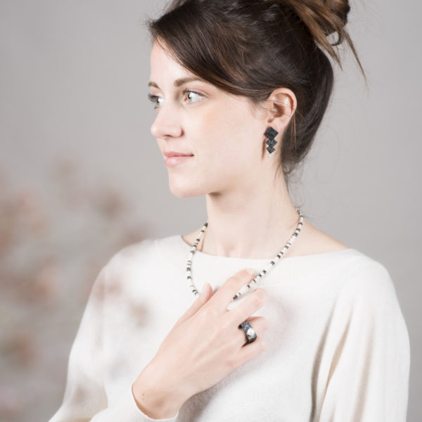 """Parure de la collection """"Aventure de Perles"""" en argent équitable noirci, avec des perles de culture rondes"""