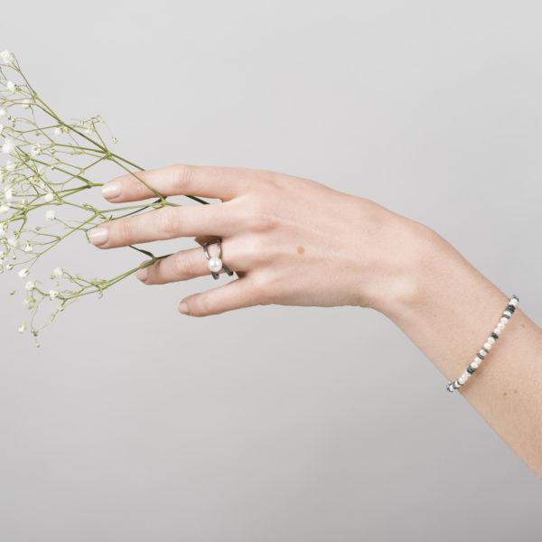 Bague et bracelet, en argent équitable noirci, avec une perle de culture ronde (petit modèle)