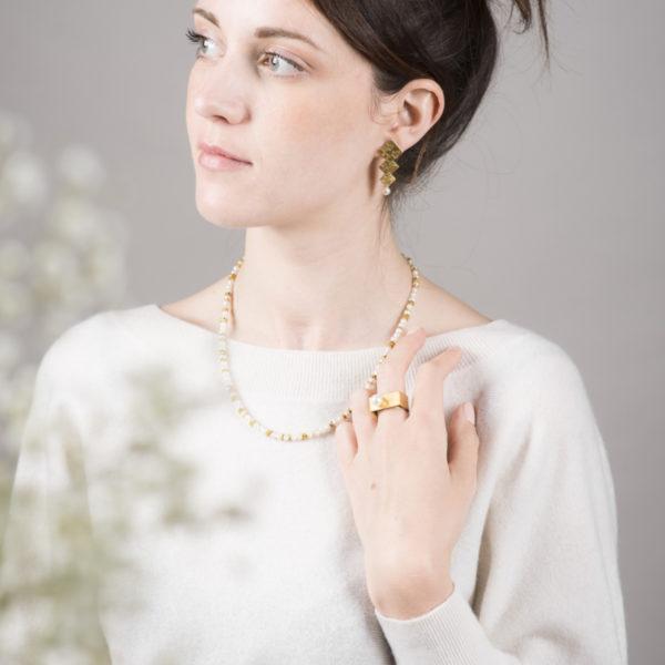 Bague, en argent équitable plaqué or, avec une perle de culture ronde (grand modèle)