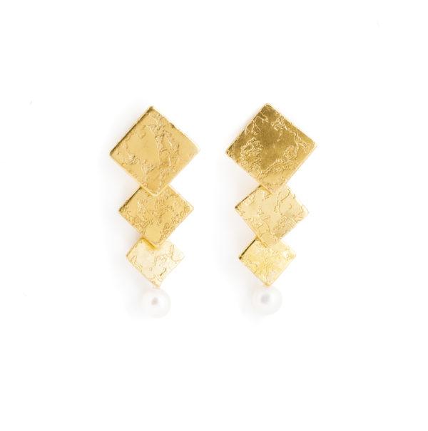Boucles d'oreilles plaqué or, avec des carrés et une perle d'eau douce