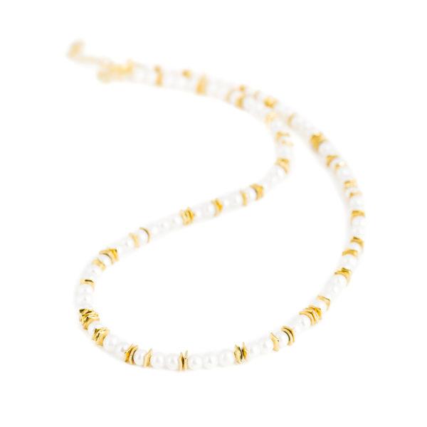 Delikate Halskette mit vergoldeten Silberelementen und runden weissen Zuchtperlen