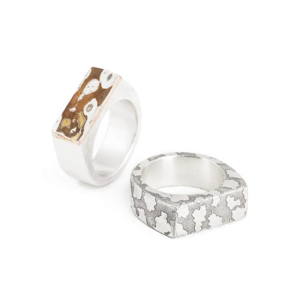 Herrenring im Stile eines Siegelringes, rechteckig, in Silber mit strukturierter Oberfläche oder Silber mit Mokume Gane