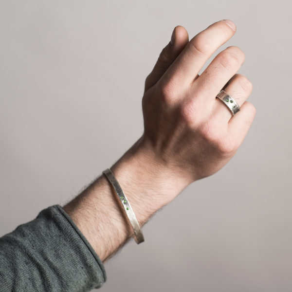 Bracelet et bague en argent équitable, avec trois petits tsavorites