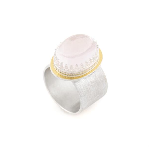 Bague COLORS en argent et or 22 cts équitable, avec un cabochon de quartz rose